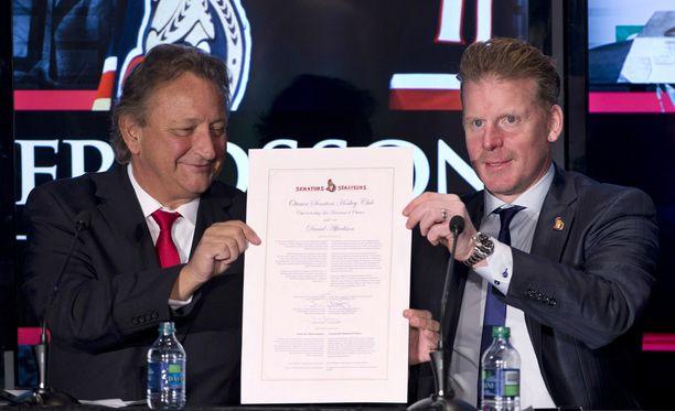 Ottawa Senatorsin omistaja Eugene Melnyk ja seuralegenda Daniel Afredsson esittelivät päivän pituista sopimusta.