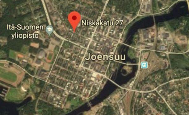 Sumute lensi kadulla Niskakatu 27:n kohdalla.
