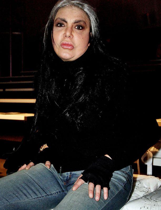Borgin ensimmäinen vaimo Loredana Berté toivoo Interpolin nappaavan ex-miehensä.
