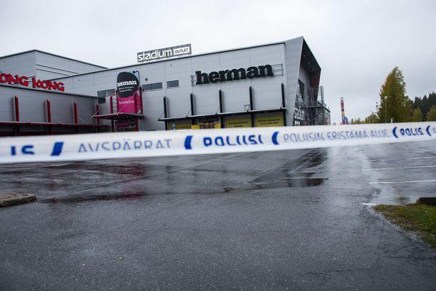 Vuonna 1994 syntynyt mies hyökkäsi tiistaina kauppakeskuksessa oleviin Savon ammattiopiston tiloihin.