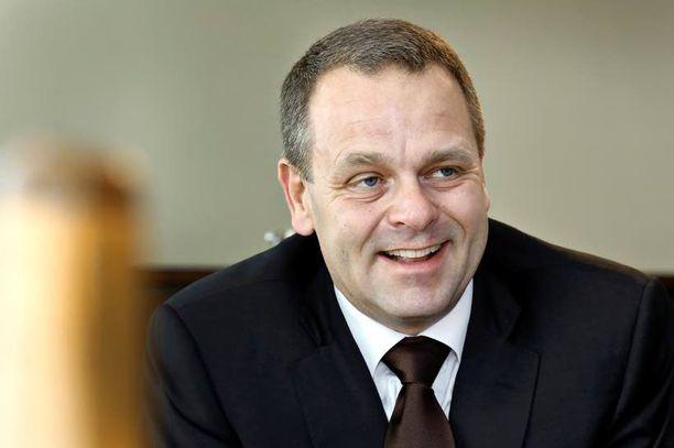 Elinkeinoministeri Jan Vapaavuori paimentaa värikästä ydinvoimakenttää.
