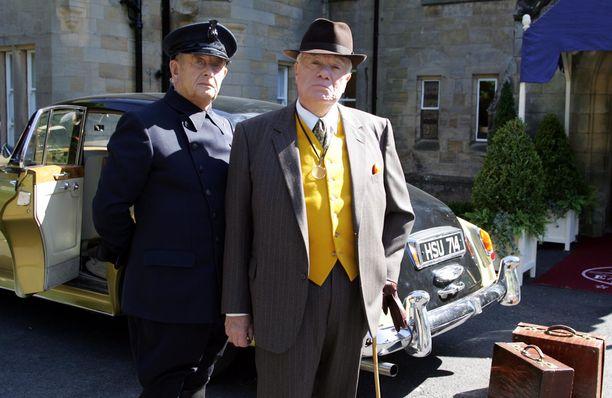 William Simons näytteli Sydämen asialla -sarjassa poliisi Alf Ventressiä. Vasemmalla Alfin työtoveri Oscar Blaketon (roolissa Derek Fowlds).