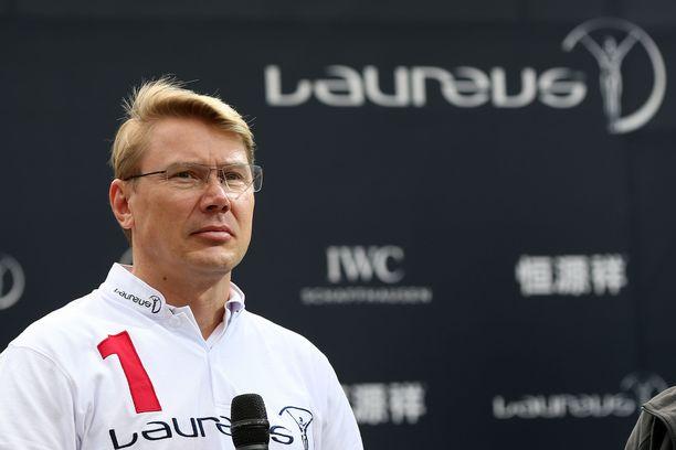 Mika Häkkinen kävi pokkaamassa elämäntyöpalkinnon Lontoossa.