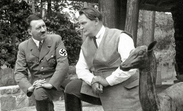 Göring (oik.) oli natsi-Saksan kakkosmies heti Adolf Hitlerin jälkeen.