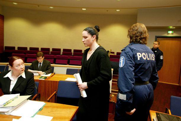 Rikosseuraamuslaitos ei puoltanut paloittelumurhaaja Virpi Buttin vapauttamista elinkautisesta. Hovioikeus päätyi kuitenkin toiselle kannalle.