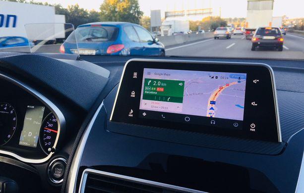 Android Auto -kytkentä ei vielä toimi Suomessa, joten Android-puhelimen karttoja ei saa näyttöön.