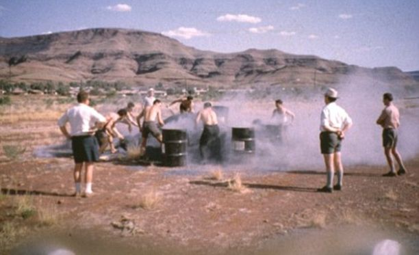 Tämän kuvan asbestilapiointikilpailun miehistä yhtä lukuun ottamatta kaikki ovat kuolleet asbestin aiheuttamaan syöpään.