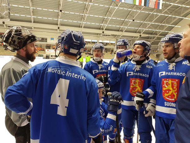 Suomi taipui MM-välierässä Venäjälle.