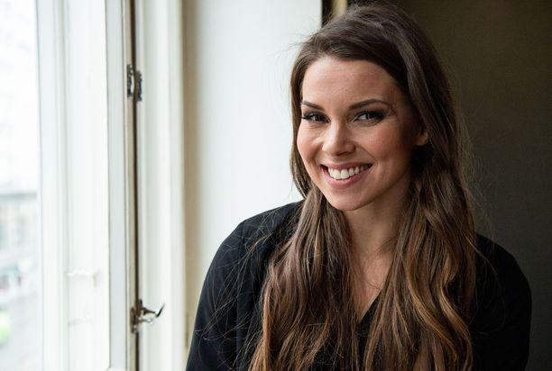 Viivi Pumpanen on tehnyt uraa juontajana misseytensä jälkeen. Nykyisin hän tähtää myös laulajanuralle.