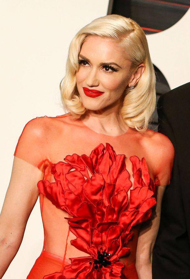 Gwen naisellisessa tyylissä Vanity Fairin Oscar-gaalan jatkoilla.