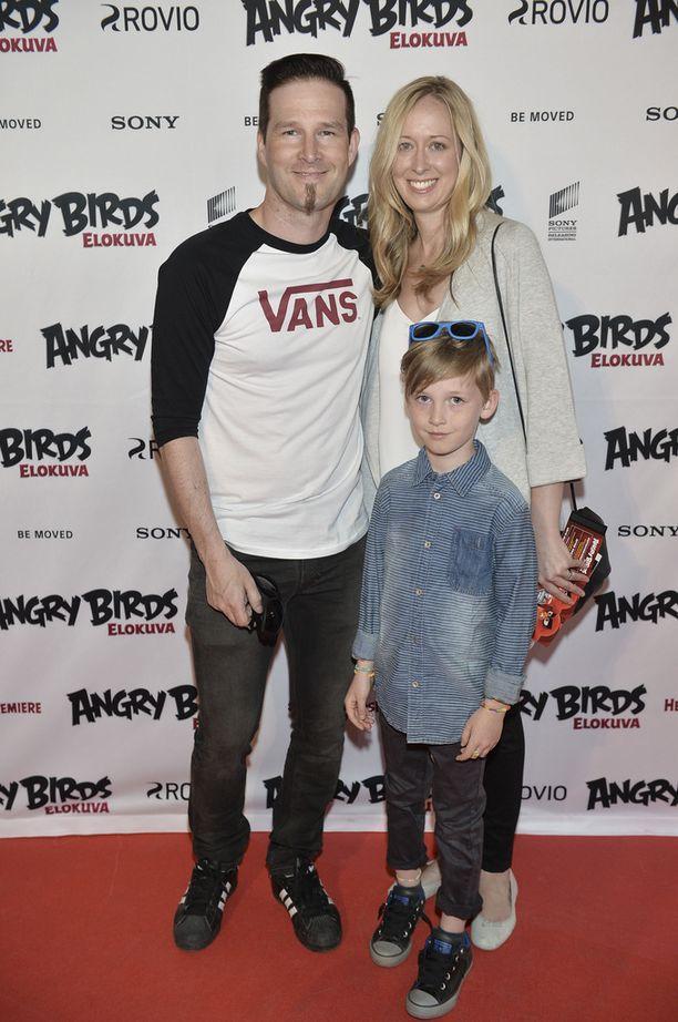 Darude Michelle-vaimonsa ja Max-poikansa kanssa Angry Birds -elokuvan ensi-illassa keväällä 2016.
