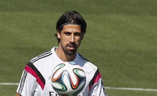 Sami Khedira on pelannut harjoituskaudella Realin valkopaidoissa, vaikka lähtö seurasta lähestyy.
