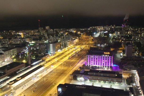 Tältä Tampere näyttää maan korkeimmasta hotellista käsin.
