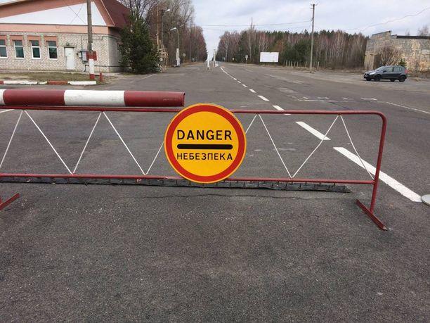 Reaktorin ympäristö 30 kilometrin säteellä kuuluu suljettuun alueeseen, jota ukrainalaiset miliisit vartioivat. Alueelle pääsee vain luvan kanssa.