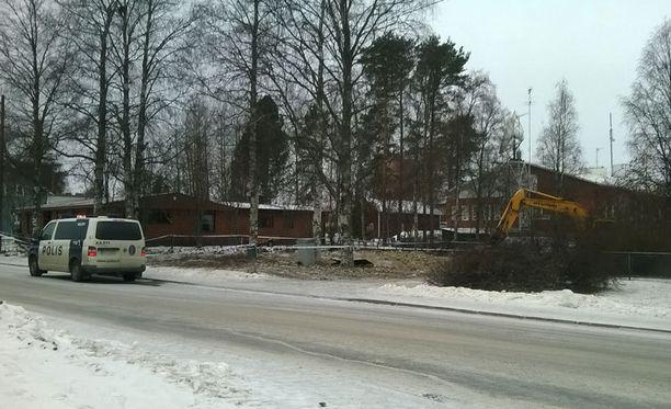 Poliisi eristi kaivuutyömaan.
