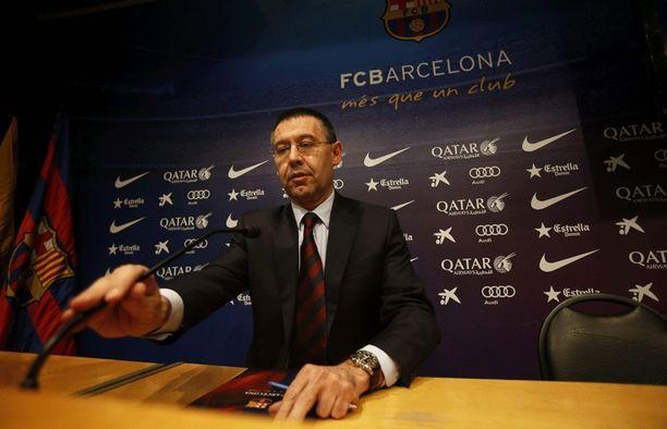 Josep Maria Bartomeu joutui selittelemään noloa siirtosotkua.