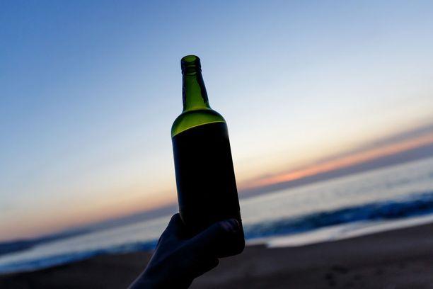 Lapset ja nuoret kokoontuvat viikonloppuna juhlimaan koulujen päättäjäisiä. Monet käyttävät alkoholia ensimmäistä kertaa.