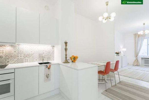 Ullanlinna kuuluu Helsingin kantakaupunkiin. Tässä Pietarinkadulla sijaitsevassa asunnossa on 35 neliötä ja hintaa sillä on 298 000 euroa.