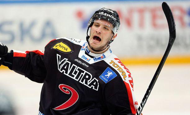 Jonne Virtanen kiekkoili vielä viime kaudella Jypissä.