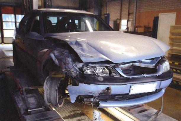 Auto törmäsi edellä ajaneen Audin perään.