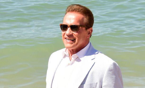 Arnold Schwarzenegger on eronsa jälkeen lähentynyt poikansa Josephin kanssa.