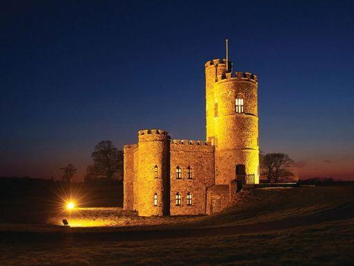 Tawstockin linnassa voi kuvitella olevansa Myrskynpäässä.