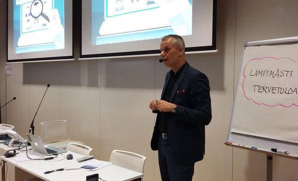 Liiketoimintajohtaja Kalle Toivonen kertoi, miksi piilotyöpaikkoja syntyy.