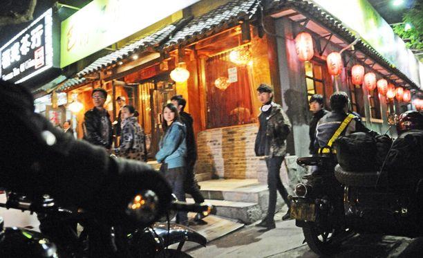 Näyttävä 16 sivuvaunupyörän letka herättää kunnioitusta jopa 17 miljoonan asukkaan Pekingissä.