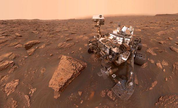 """Curiosityn ottama """"selfie"""" Marsin pinnalla."""