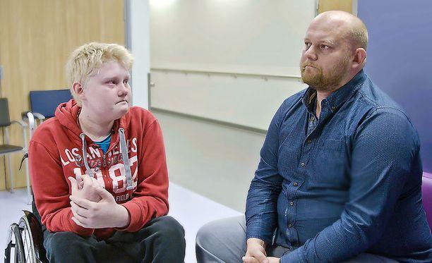 Topi ja Sami-isä kohdataan Espoon Jorvissa.