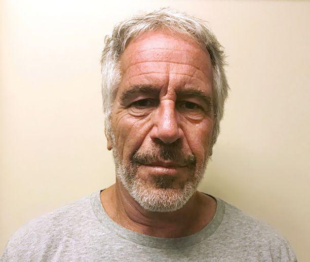Jeffrey Epstein kuoli lauantaina odottaessaan vankilassa oikeudenkäynnin alkua.