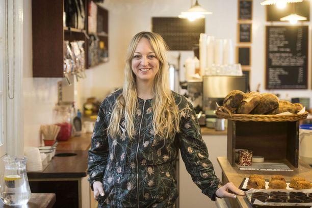 Traditionaalisen hääkakun leipoo luomuleipomuksistaan tunnettu Claire Ptak.