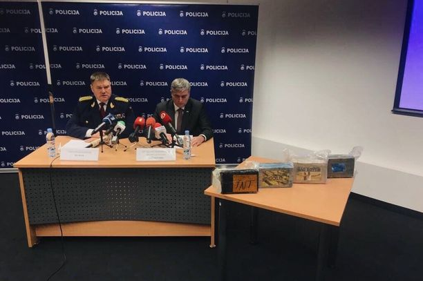Latvian poliisin ylijohtaja Ints Kuzis ja rikospoliisin päällikkö Andrejs Grisins tiedottivat takavarikosta maanantaina.