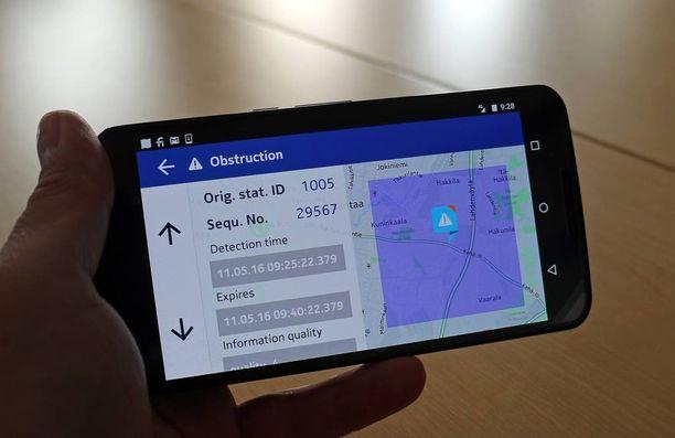 Tieto tarkentuu, kun olet 2 kilometrin päässä esimerkiksi onnettomuuspaikasta. Voit myös zoomata metritarkan sijainnin.