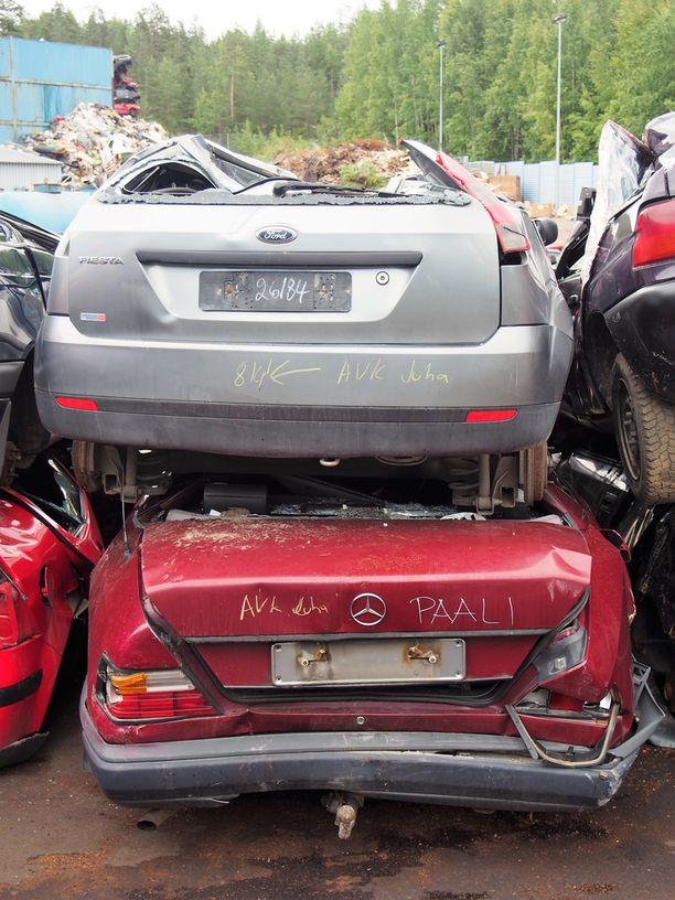 Vanhasta autosta maksettavalla romutuspalkkiolla tavoitellaan autokannan uudistumista.