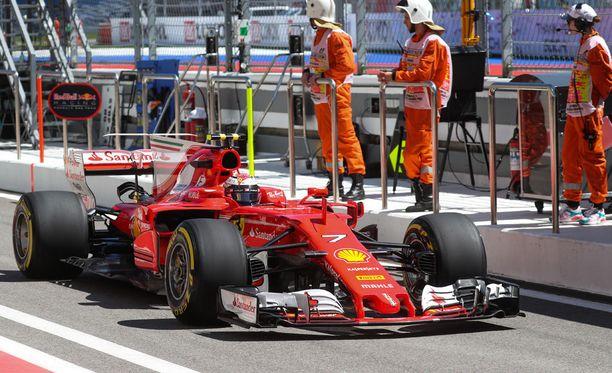 Kimi Räikkönen kellotti toiseksi parhaan ajan Venäjän GP:n toisissa vapaissa harjoituksissa.