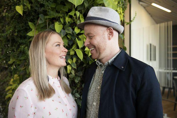 Monika Lindemanin ja Darren McStayn suhteen salaisuus piilee siinä, että pari keskustelee asiat halki, eikä salaisuuksia ole.