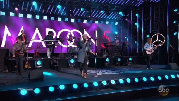 Maroon 5 esiintyy Super Bowlissa.