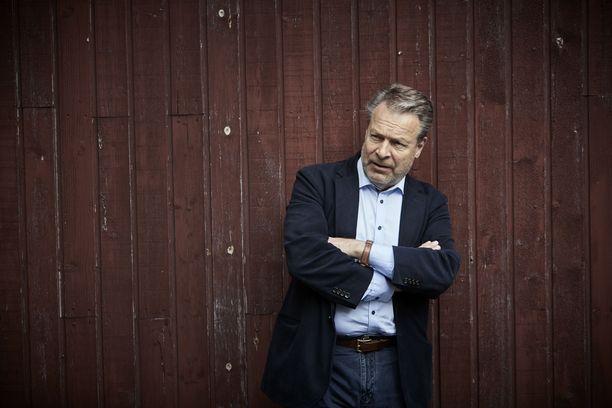 Kokoomuksen kansanedustajalla Ilkka Kanervalla on taksikortti, mutta ei matkakorttia.