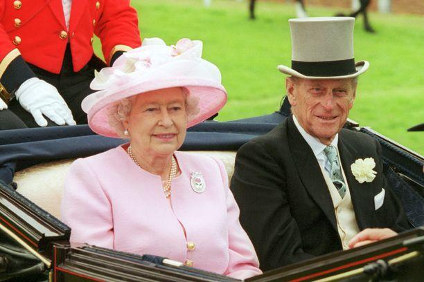Kuningatar Elisabet ja prinssi Philip viettävät karanteeniaikaa yhdessä.