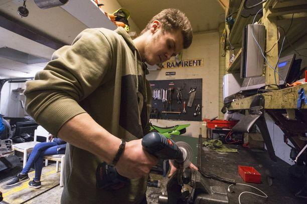 18-vuotias Julius Renlund oli perustamassa Hutikan mopotallia Pyhtäälle.