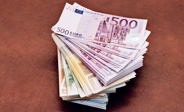 Varkaiden onnistui viedä vanhuksen kotoa tuhansia euroja. Vaikka varkaat jäisivät kiinni, poliisi ei pidä todennäköisenä, että vanhus saisi rahojaan takaisin.