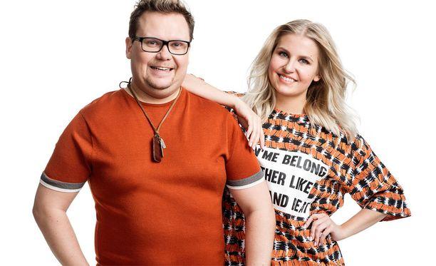 Jani Jääskeläinen ja Jenni Haapala aloittavat uuden ohjelman juontajana maanantaina.