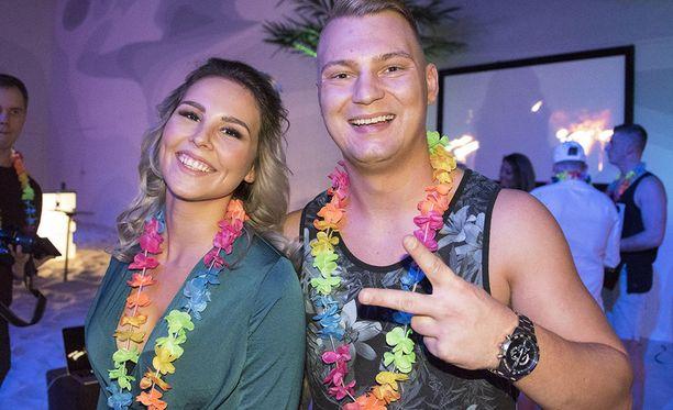 Bile-Danina tunnettu Daniel Lehtonen ja hänen tyttöystävänsä Eveliina osallistuvat tällä kaudella Temptation Island Suomeen pariskuntana. Aiemmin he molemmat ovat olleet viettelysten saarella sinkkuna, Dani ykköskaudella ja Eve kakkoskaudella.