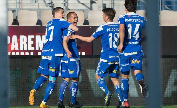 HJK juhli ottelussa SJK:ta vastaan.