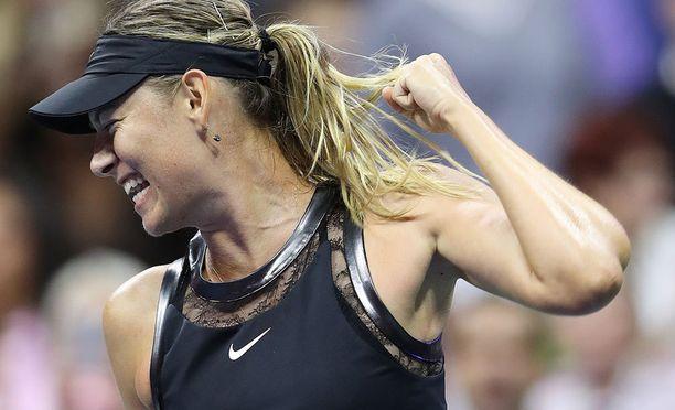 Tunteet ottivat vallan Maria Sharapovasta ensimmäisen dopingpannan jälkeisen GS-voiton jälkeen.