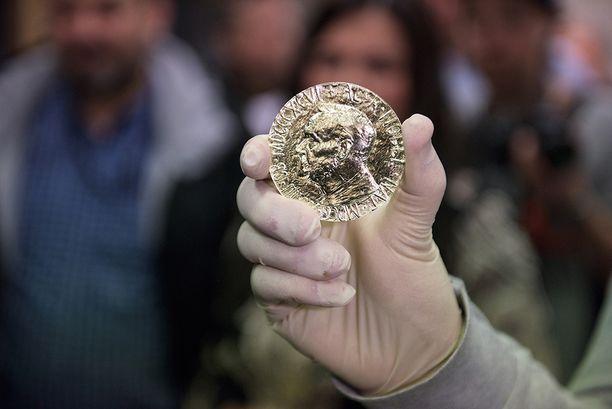 Tunnetuin Fairmined-kultaan lyöty tuote on vuoden 2015 Nobel-palkinto.