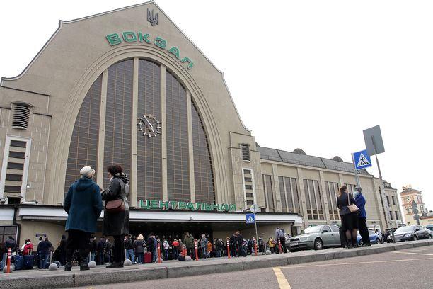 Hyökkääjä saatettiin poliisin haltuun junan saavuttua Kiovan rautatieasemalle.