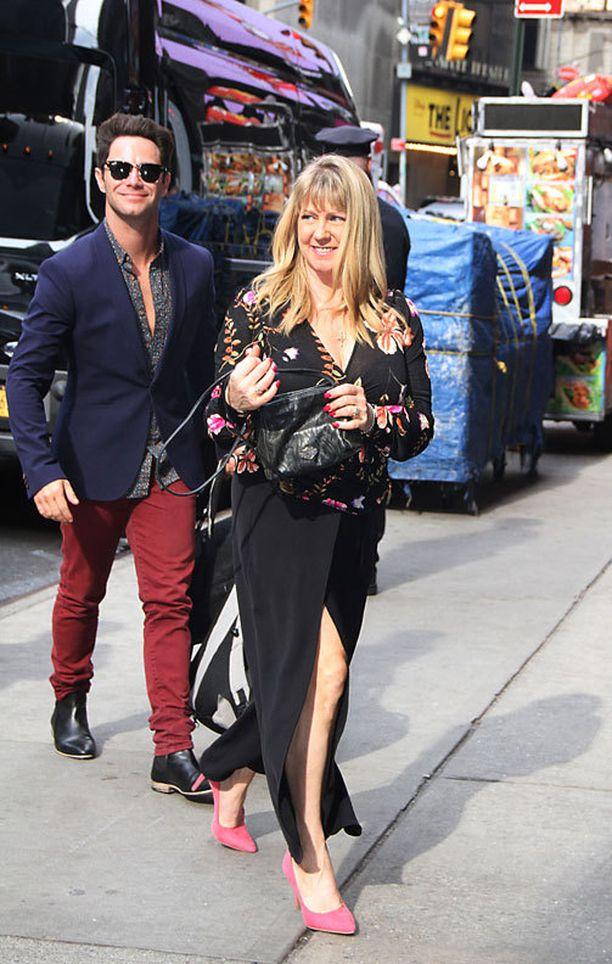 Tonya Harding saapui Dancing With the Stars -avaustilaisuuteen tanssiparinsa Sasha Farberin kanssa.