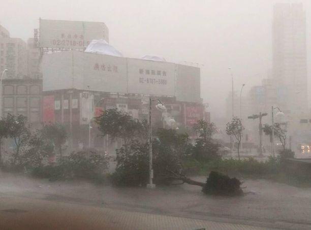 Tältä näytti Taiwanin etelärannikolla sijaitsevassa Kaohsiungissa keskiviikkona.